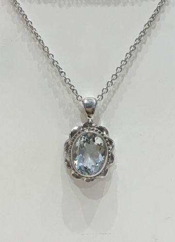 Oval Aquamarine White Gold Necklace